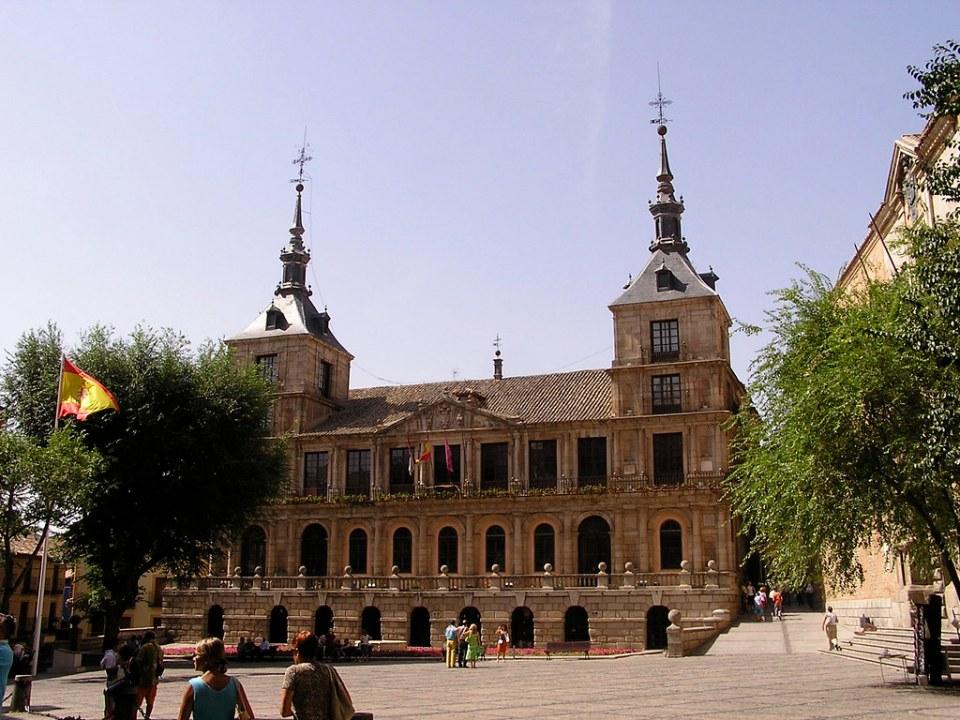 Fachada y Plaza del Ayuntamiento Toledo 16