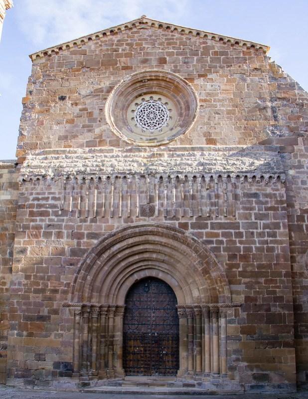 exterior de iglesia Abacial Real Monasterio de Santa Maria de Veruela Zaragoza 01