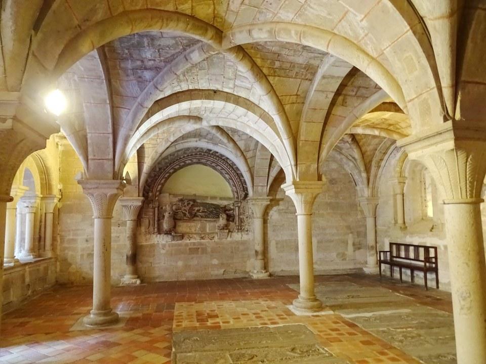 Arcosolio Sepulcro del abad Lope Ximenez Sala Capitular Real Monasterio de Santa Maria de Veruela Zaragoza 06