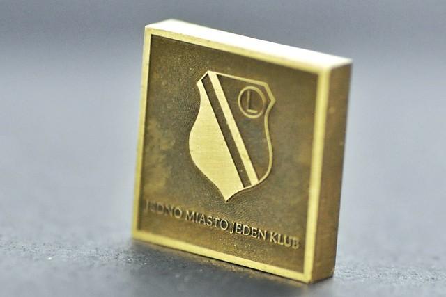 emblemat klubowy w mosiadzu