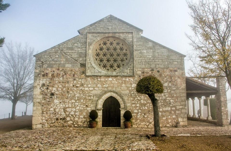 Roseton y portada exterior Ermita o Santuario de Nuestra Señora de Alarcos Ciudad Real