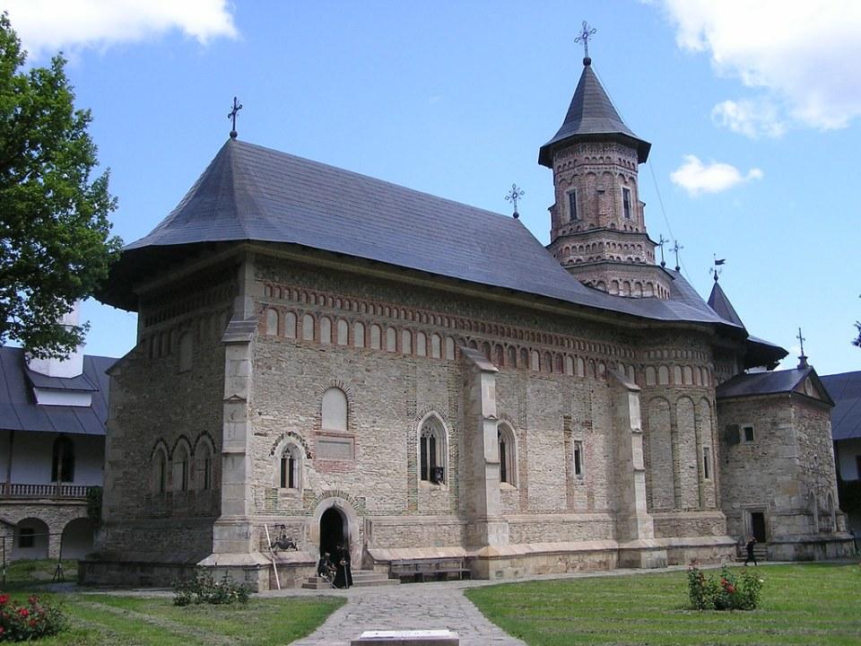 exterior iglesia del Monasterio Neamt Targu Neamt Rumania 04