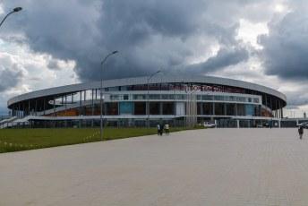 Net over de grens bij het stadje Oyem staat dit stadion voor 20.000 mensen, gebouwd voor de African Cup.