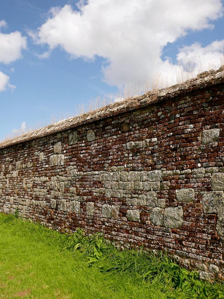 C'est Au Pied Du Mur : c'est, C'est, Qu'on, Mieux, Mur..., Flickr