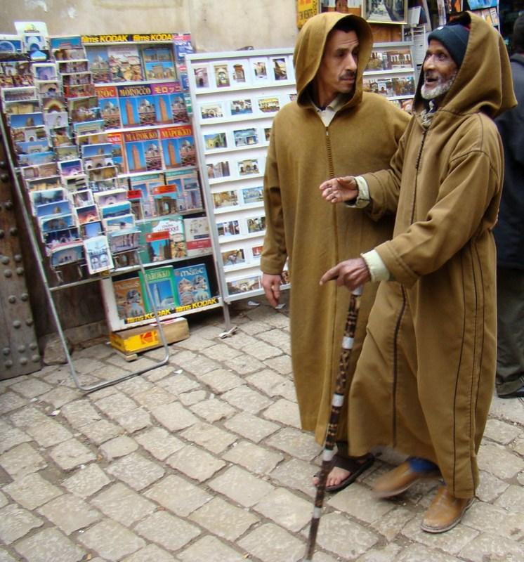 hombre mayor con chilaba su gente Marruecos 088