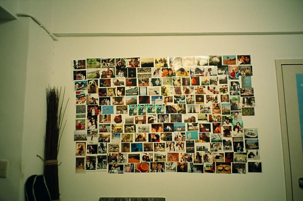 小白魚錄音室的照片牆 - 只有 24mm 廣角才能完全拍進來 | Natura Black F1.9 相機 Fuji X… | Flickr