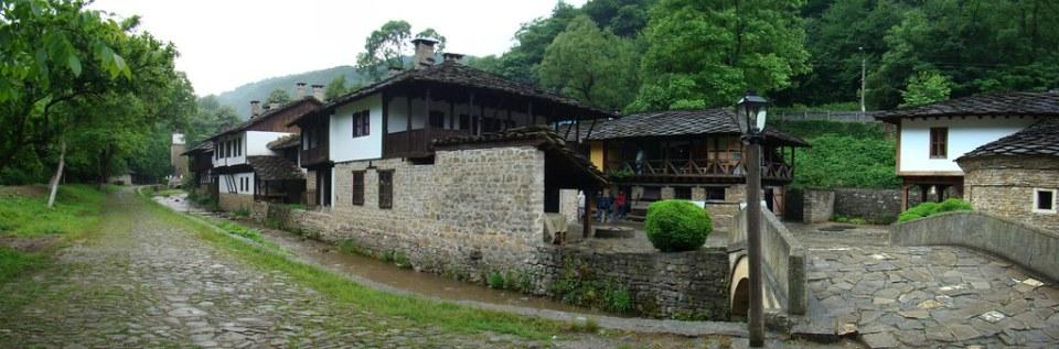 Casas edificios Puente rio Sivek Complejo etnografico y arquitectonico de Etara Bulgaria 22