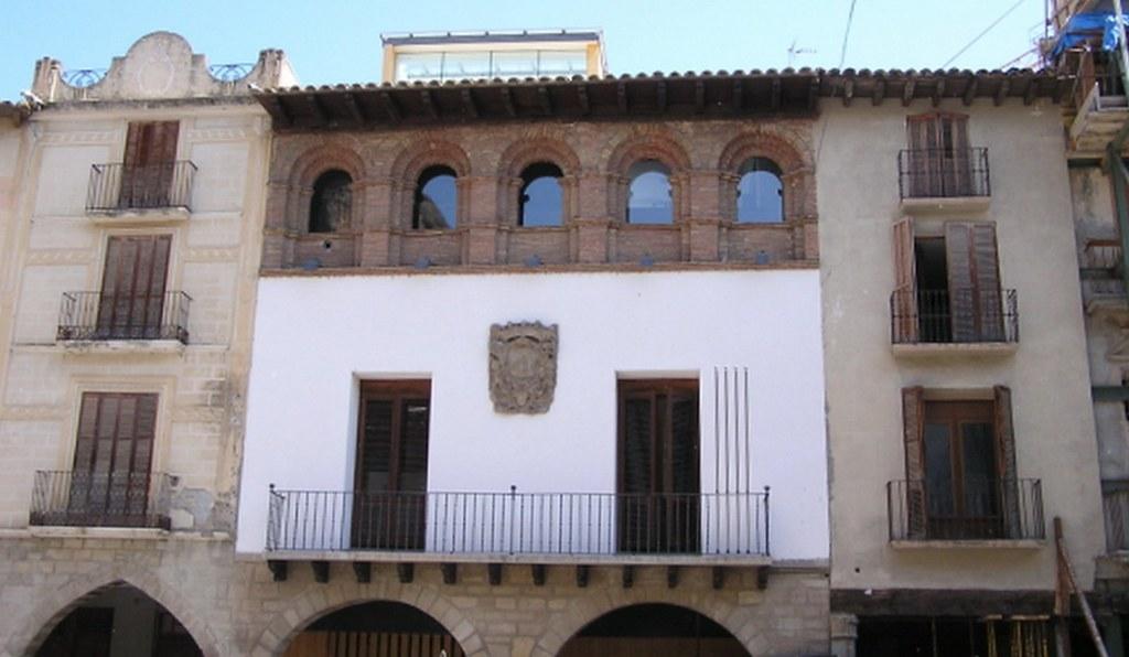 Graus Ayuntamiento casa-palacio de Bardaxi Huesca 03
