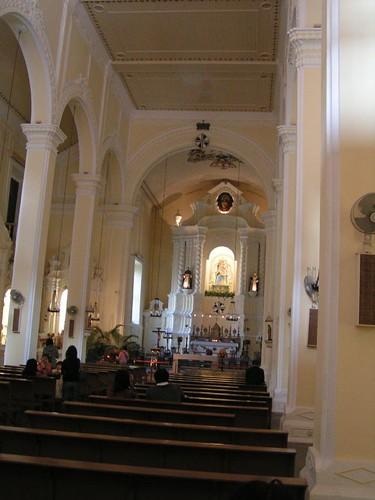 玫瑰堂   雖然不是虔誠的教徒,但我總喜歡到教堂裡面走走,相對於其他地方,玫瑰堂的採光好多了,不會給 ...