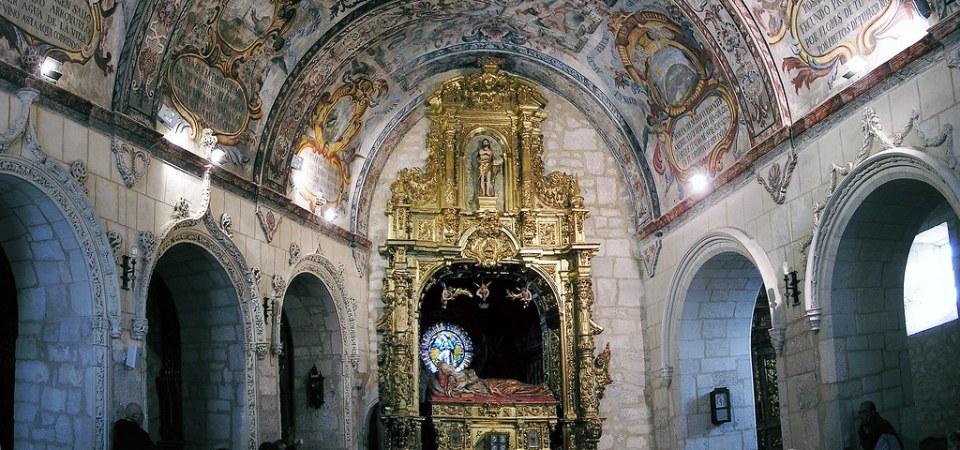 nave central sepulcro boveda pinturas interior de iglesia del Monasterio de Santa Casilda Briviesca Burgos 02