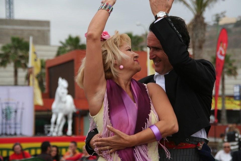 Bailando por sevillanas en pareja 08 Feria de abril en Las Palmas de Gran Canaria