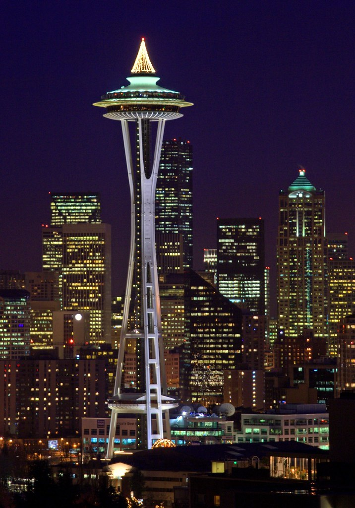 Iphone Rotating Wallpaper The Space Needle At Christmas The Space Needle Is A