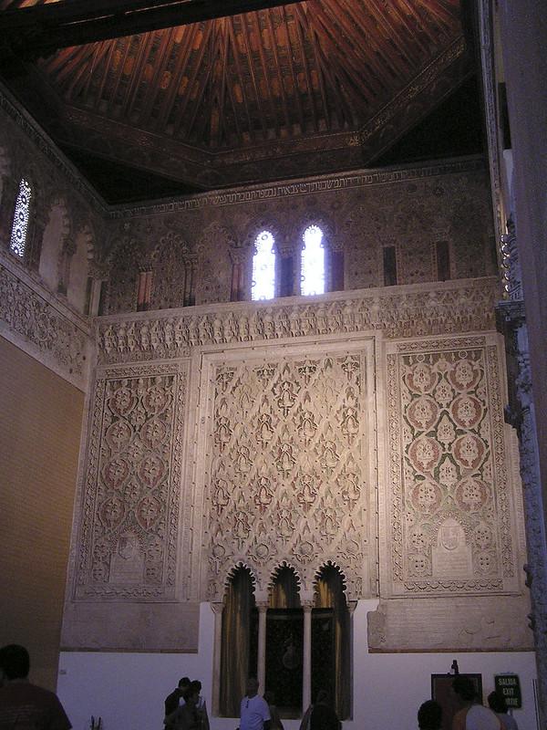 Toledo techo y frisos policromados en yeso Sinagoga del Transito Museo Sefardi 02