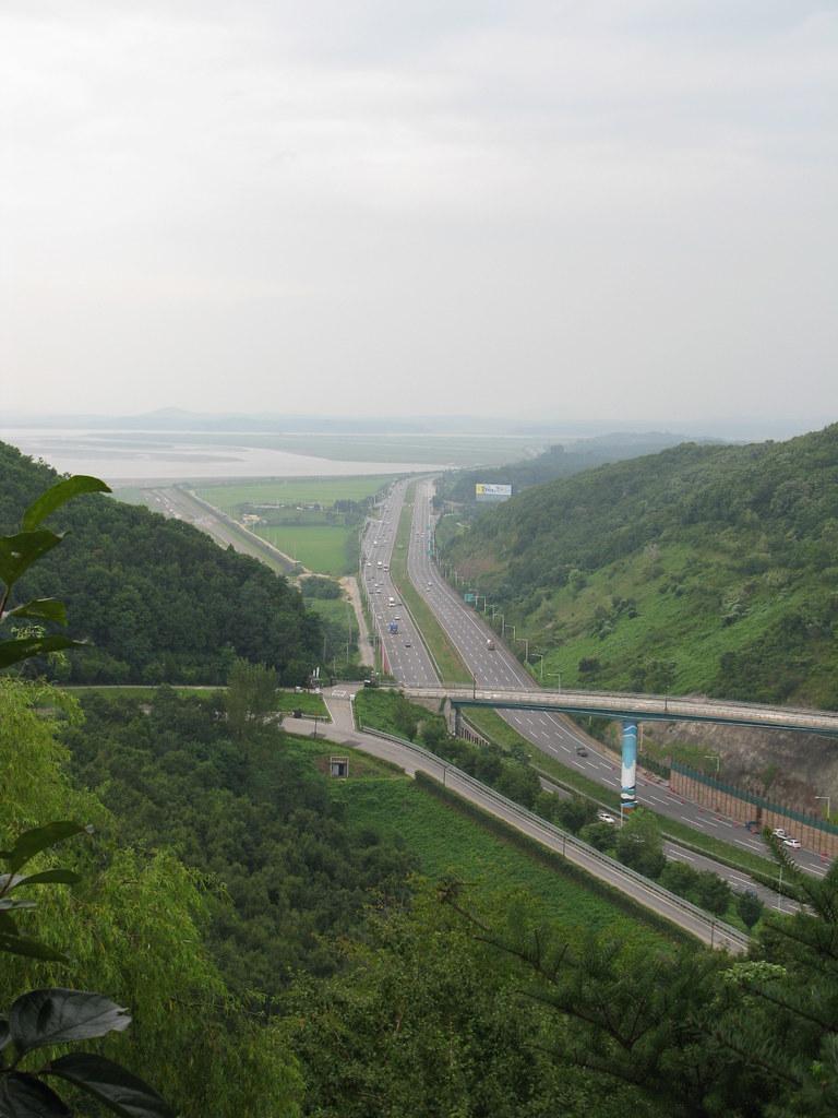 烏頭山統一展望臺 | 好山好水卻是一河兩國 | 鴨鴨園長 | Flickr