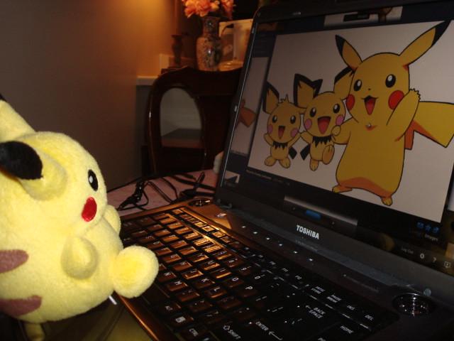 Hd Video Camera Wallpaper Pikachu Having Fun W Laptop Pikachu Is Viewing Photos