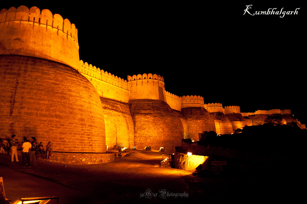 The majestic walls of Kumbhalgarh spanning a length of 36 Kms, 2nd longest in the World after the Great Wall of China !