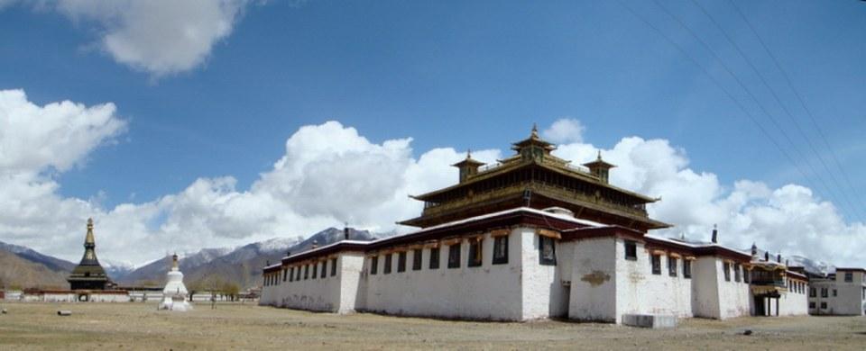 exterior edificio principal Ütse templo Monasterio Samye Sangyezhen Tíbet  00