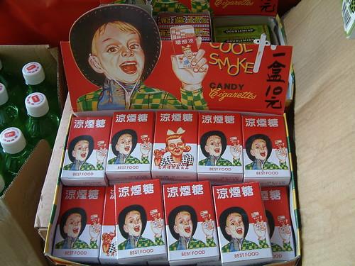 涼煙糖。一盒十元。   有沒有想過為什麼廣告上的人物都是外國人?   Luke   Flickr