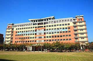 24J7臺北大學-商學大樓 | 盧裕源 | Flickr