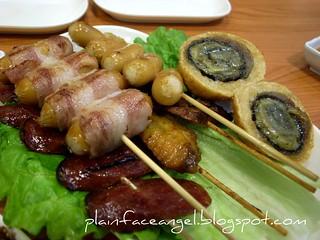 20100305 @ 峇提雅泰式串燒 | 燒泰式臘腸 / 燒煙肉腸仔 / 燒雞中翼 / 燒芝士腸 / 燒雞腎 / 燒蝦肉… | Patricia Wong | Flickr