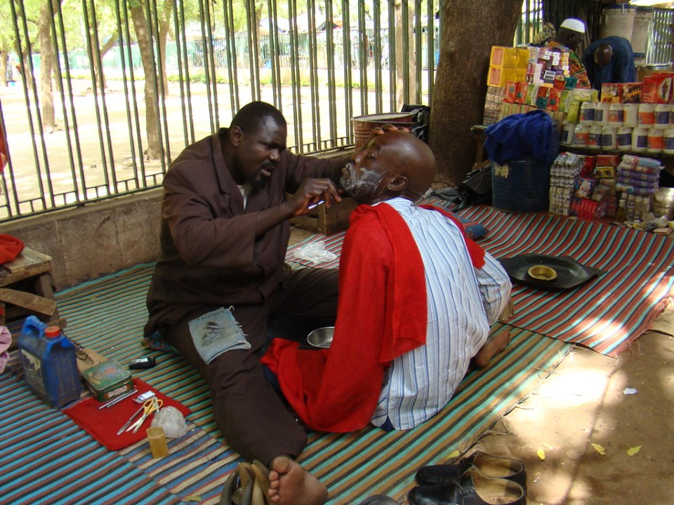 peluquero barbero Mercado de Bamako Mali 05