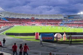 En de voetbalclub in Cali speelt net als mijn cluppie (Twente) ook in het rood.