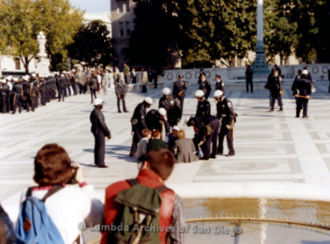 P019.251m.r.t Second March on Washington 1987: People sitting behind the Capitol Building with police presence