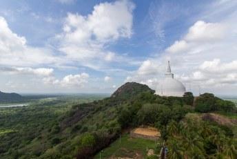 deze pagoda in Mihintale heeft een versteende voetafdruk van Buddha