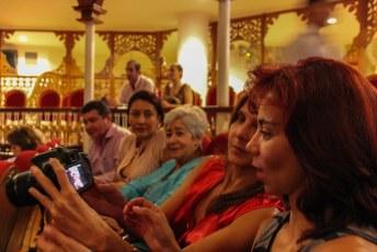 De hele familie met de camera's in de aanslag.