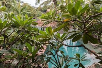 Het uitzicht vanuit onze eerste hotelkamer in Honiara.