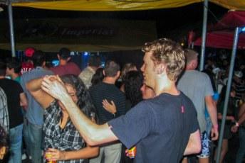 Op de jaarmarkt in La Fortuna had Jeroen al snel sjans met zijn salsa-skills.