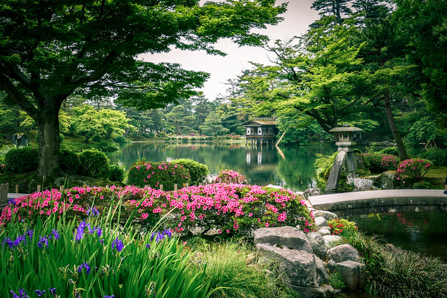 Kenroku-en (兼六園), the Six Attributes Japanese Zen Garden in Kanazawa (金沢) Japan
