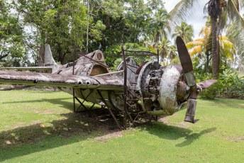 Behalve deze vliegtuigen liggen er voor de kust ook nog tientallen oorlogsbodems.