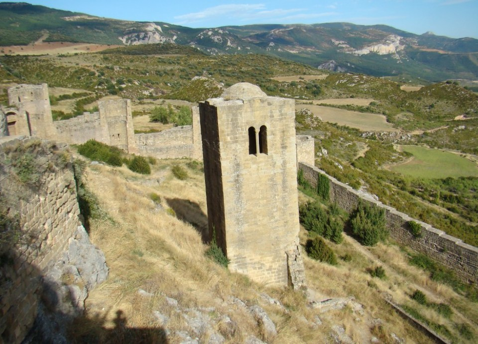 Castillo de Loarre muralla y torre Albarrana Huesca 19