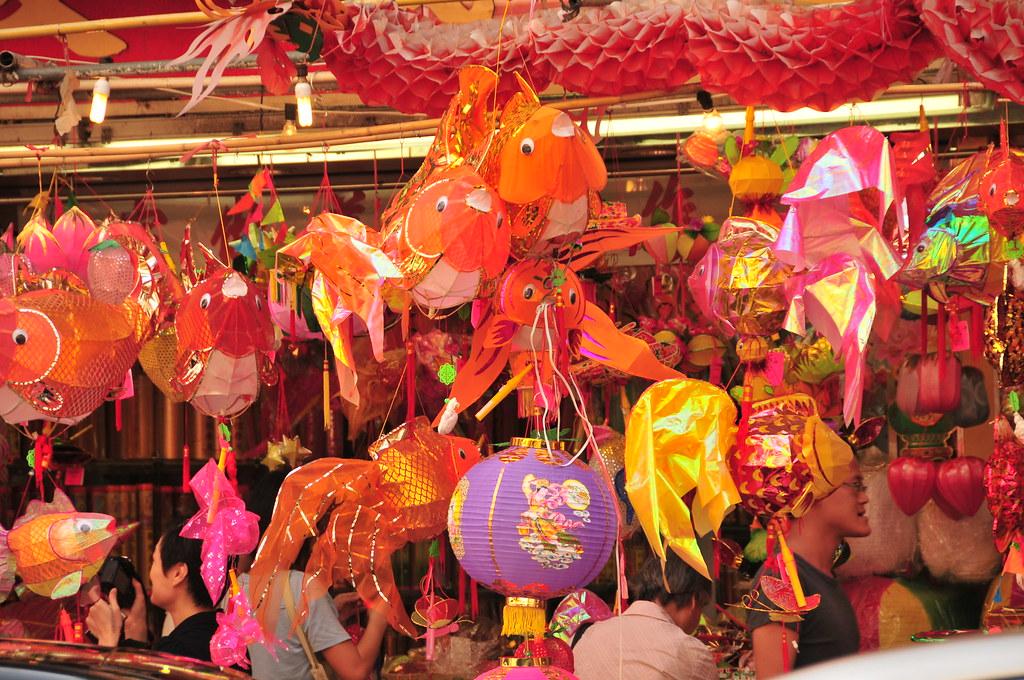 熱鬧的燈籠街   這富有中國的中秋節風味的燈籠街位於上環。看見這一條掛滿燈籠的街道真的令我感受到中國 ...
