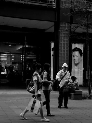 冷漠的城市 | 陌生的城市... 冷漠的人群... 擁擠的街道... 和一顆受傷的心... | 阿嘎 | Flickr