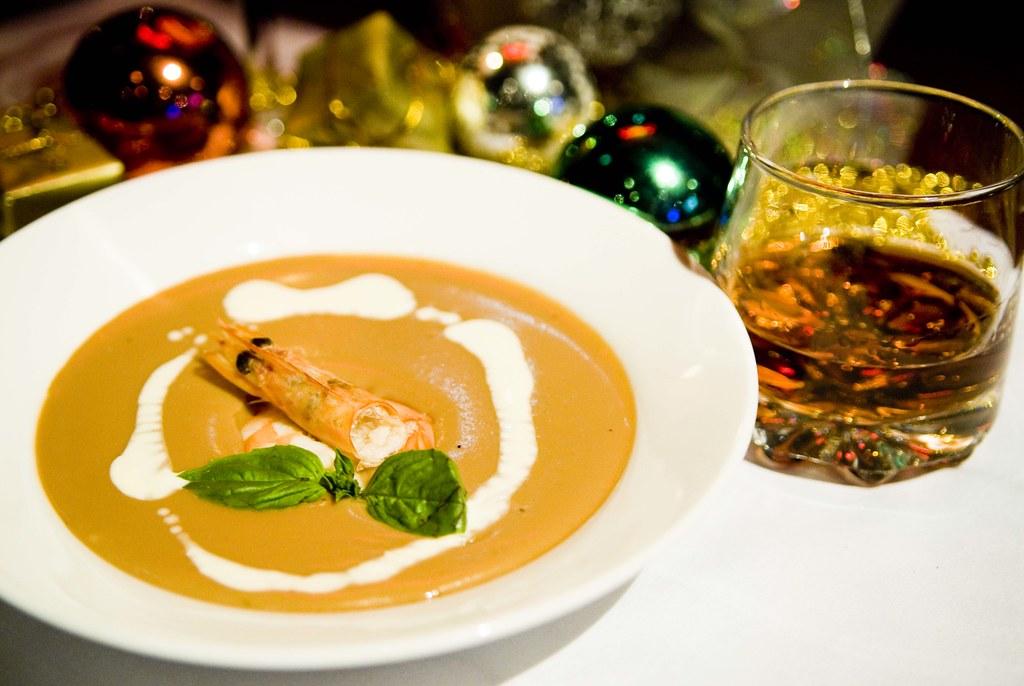 9KM_0098湯品 | [湯品] 干邑鮮蝦湯 介紹:西餐料理中將Brndy(白蘭地)入菜稱之為干邑, 鮮蝦湯底是以大量… | Flickr