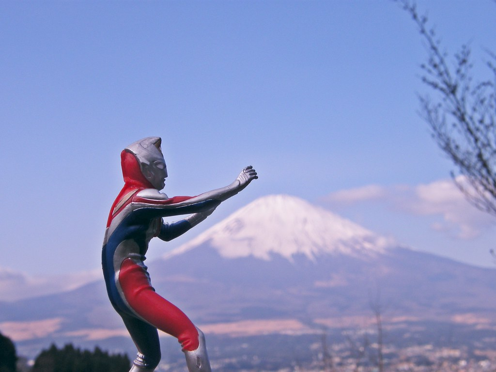 Cute Ultraman Wallpaper Ultraman Mt Fuji Japan Emran Kassim Flickr
