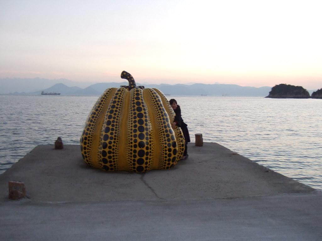2007.11.24 直島 / Naoshima Island | 草間彌生「南瓜」 / Yayoi Kusama , … | Flickr