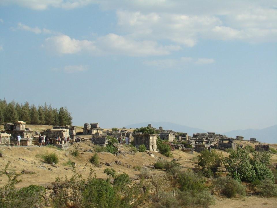 Mausoleo y tumbas Necrópolis de antigua ciudad de Hierápolis Pamukkale Turquía 13
