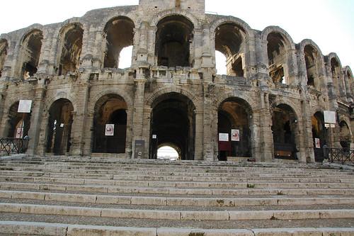 圓形競技場, Arenes in Arles | 本來是三層的建築, 不過最上層被拆掉拿去蓋其他建物了 | Flickr
