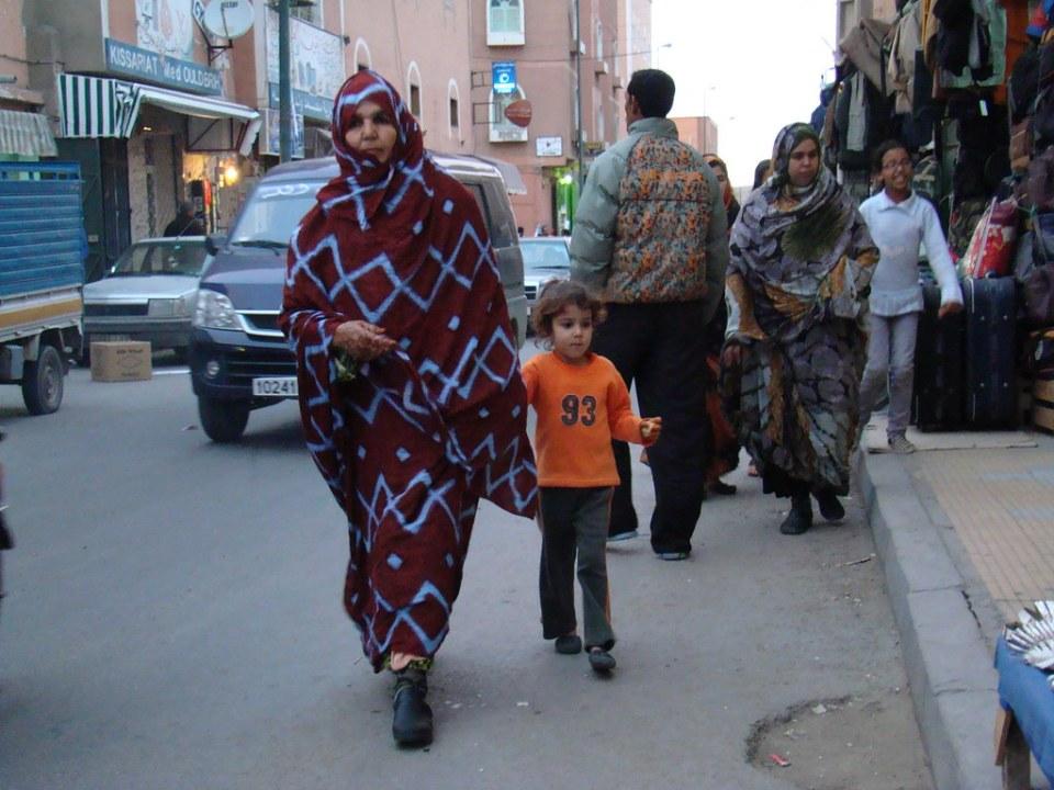mujer y niño El Aaiún Desierto del Sahara Occidental 15