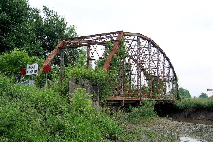 Abandoned US 50 bridge over Little Wabash River