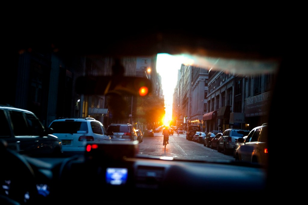 Riding into the sun - Manhattanhenge from a taxi