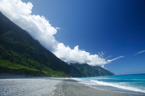崇德沙灘 | 令人心情很舒服的藍天. 海浪. 礫石灘 | Dean Huang | Flickr