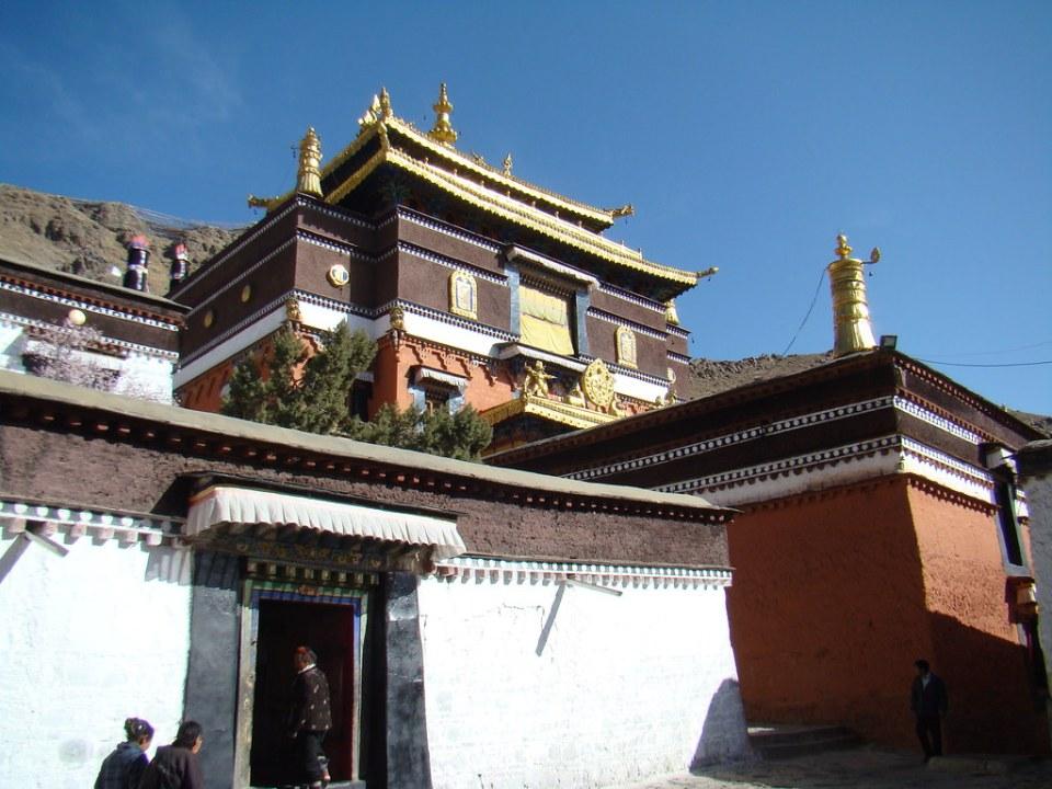 puerta templo de Maitreya  o capilla Jambu Chyenmu edificio exterior Monasterio Tashilhumpo en Shigatse Tíbet 10