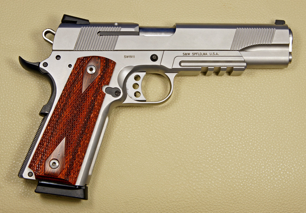 smith wesson 1911 45