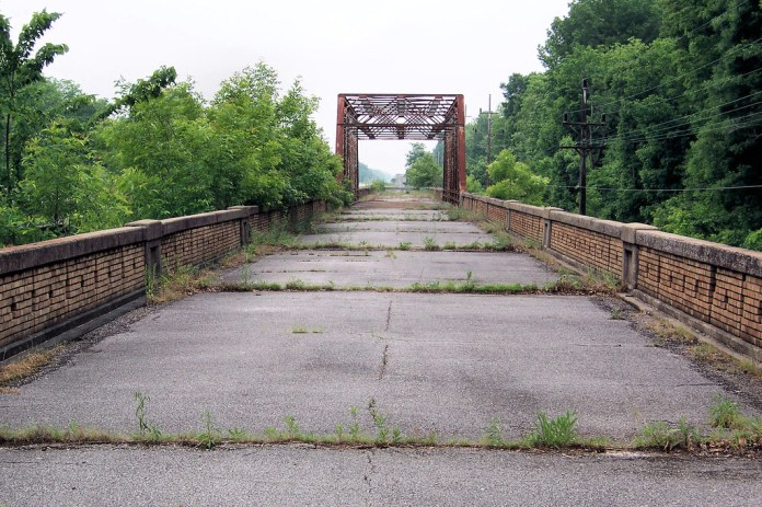 Abandoned US 50 bridge over Big Muddy River
