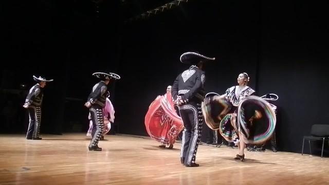 Asociación Azteca y Mariachis Luceros del Norte - Jarabe Tapatío - II Encuentro Intercultural Virgen de Coromoto