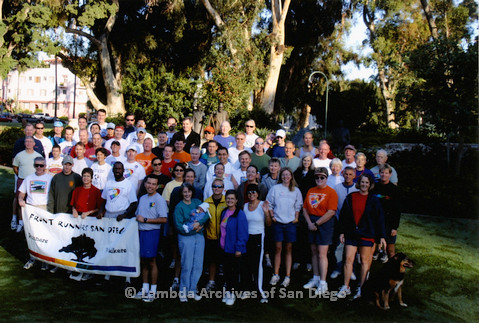 P258.001m.r.t San Diego Front Runners and Walkers 2004: Group Photo with banner